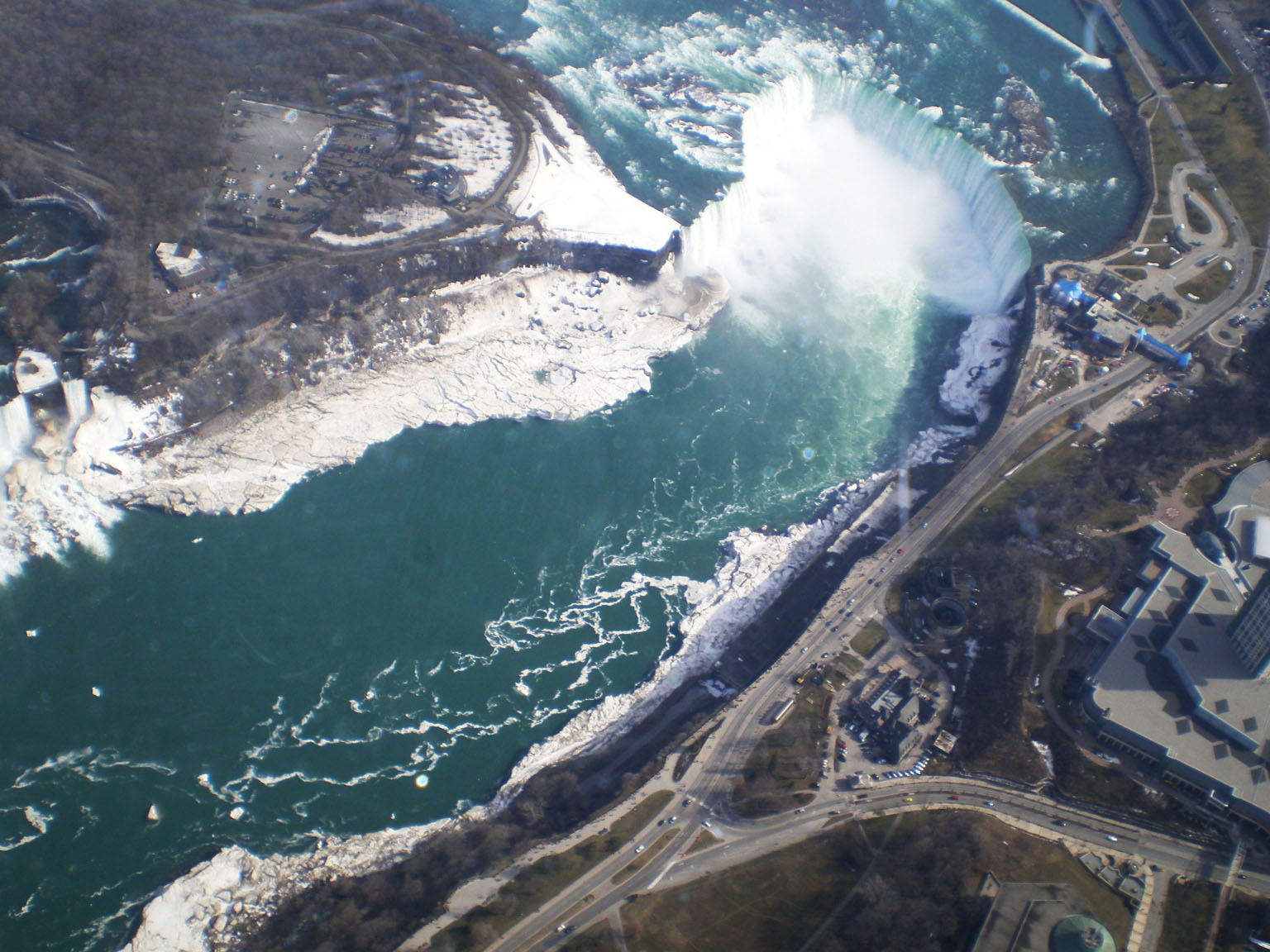 Niagara_Falls_from_Air