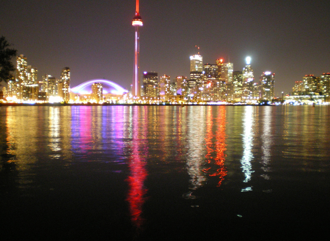 Toronto_in_the_NIght_from_Toronto_Island_park