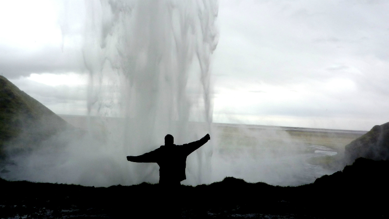 seljalandsfoss_from_back