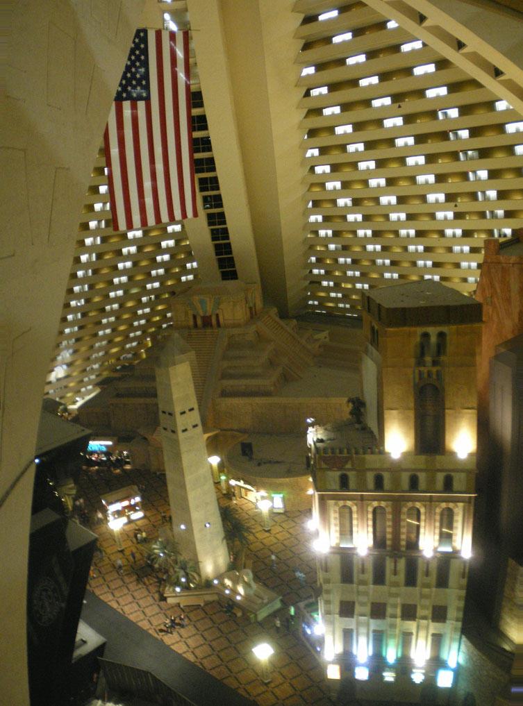 Luxor_hotel_inside(las_vegas)
