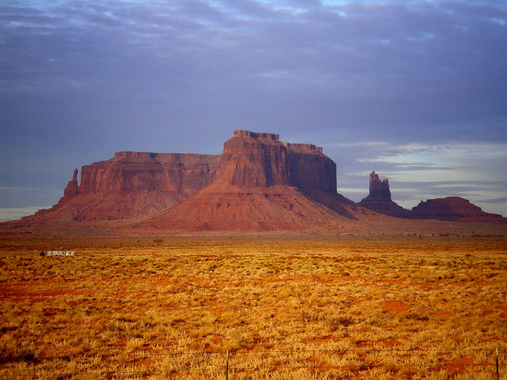 Monument_Valley_Sunset